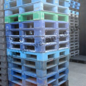 LARGE STOCKS OF USED PLASTIC PALLETS